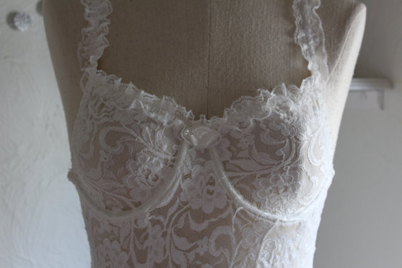 Свадьба - Cream lace sheer nightgown with underwire. 1980s short white honeymoon lingerie with ruffles