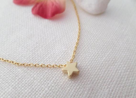 Свадьба - Tiny gold star necklace...dainty handmade necklace, everyday, simple, birthday,  wedding, bridesmaid jewelry