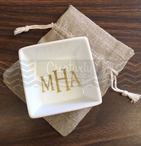 زفاف - ON SALE!! Personalized Monogram Ring Dish. Jewelry Dish, Jewelry Tray, Monogrammed, Cute, Gifts for Bridesmaids, Maid of Honor, Bride to be