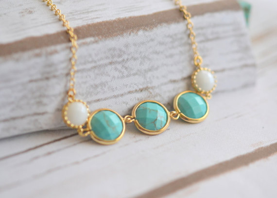 زفاف - Turquoise and White Stone Necklace in Gold. Pendant Necklace. Bridesmaid Necklace. Turquoise Jewelry. Bridal Party Jewelry.  Gift.