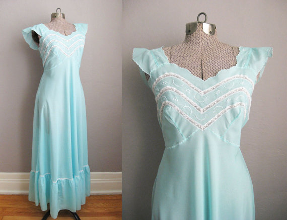 1940s Style Long Nightgown Eggshell Blue Embroidered 70s Vintage Lingerie    Medium 126fc5baf