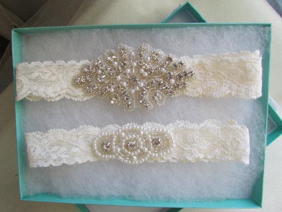 Свадьба - Wedding Garter, Bridal Garter, Garter Set - Crystal Rhinestone & Pearls on a Ivory Lace