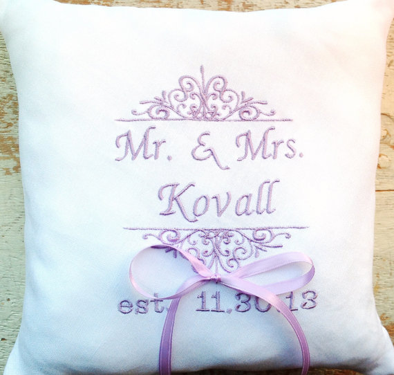 Mariage - Ring Bearer pillow Wedding heirloom embroidered personalized gift embroidery bridal party