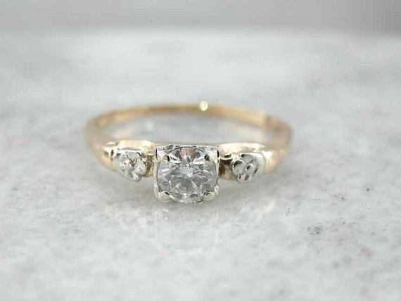 Mariage - Vintage Diamond Engagement Ring with Floral Accents  D905E1-R