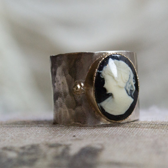 Mariage - Cameo ring, Silver Gold Ring, onyx Ring, Cocktail Ring, unique Statement Ring, Wide Band, hammered silver ring, engagement - Explore R1026M