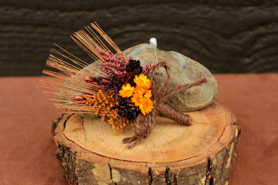 Mariage - Rustic Fall Farmhouse Wedding Groomsmen Boutonniere, Country Chic, Dried Flowers, Autumn Boutonniere, Groomsmen, Dried Flower Boutonniere