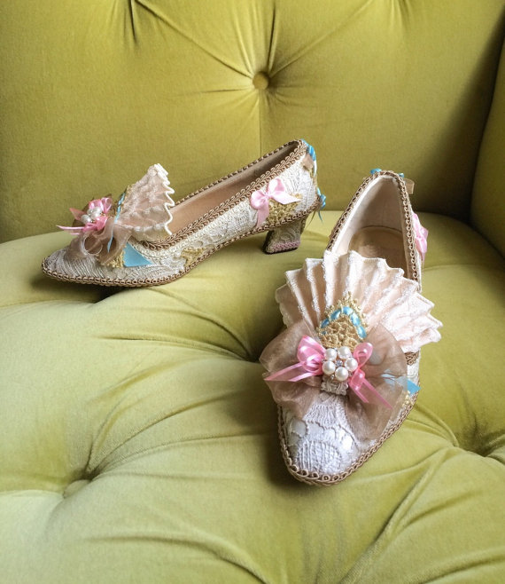 Mariage - Marie Antoinette Costume Shoes Rococo Baroque Fashion Fantasy Pink Blue Ivory Lace Heels Shoe Bridal Shoes Gold Appliqué Pearls Wedding Heel