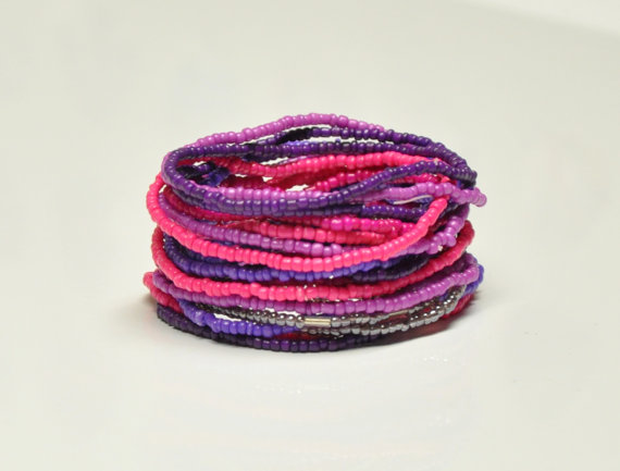 Свадьба - Purple Violet Plum Pink seed bead stretch bracelet Set of 20 bracelets 2mm seed beads, Statement bracelet, Bridesmaids Birthday Teens Favor