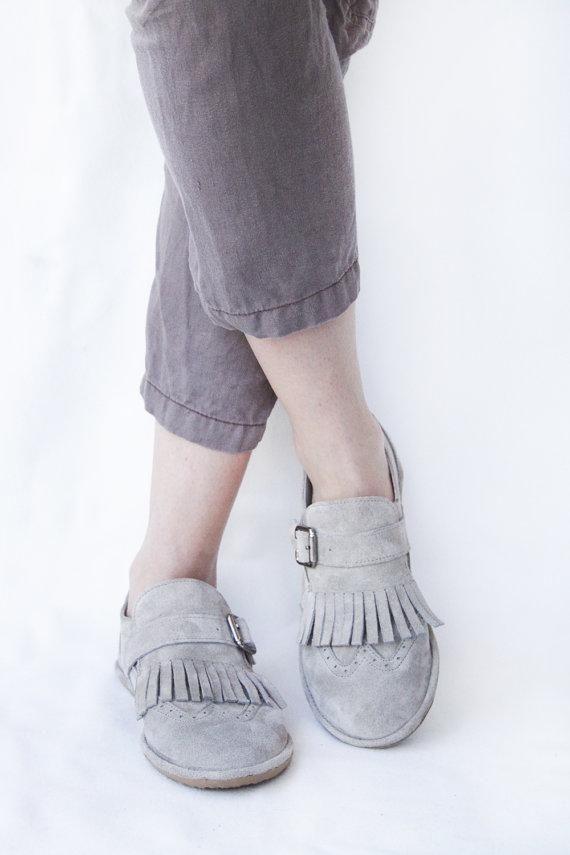 Свадьба - Brogue Shoes - Suede Leather Handmade Flat Shoes - Fringed Frost - Minimalist Soles & CUSTOM FIT