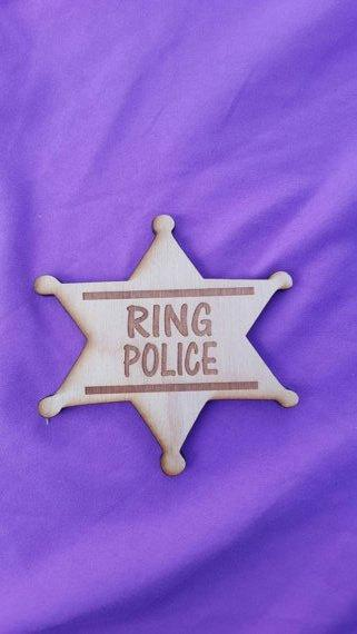 Mariage - Wood Ring Bearer Badge Rustic Wedding Ring Barer Lord of the Rings Ring Police Ring Security country wedding