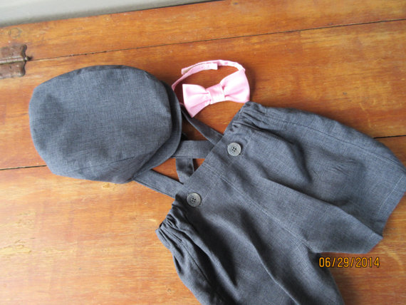 Mariage - Boys charcoal gray suspender shorts, newsboy hat and bow tie, ring bearer outfit,  available to order 12m,18m 2t, 3t 4t, 5t