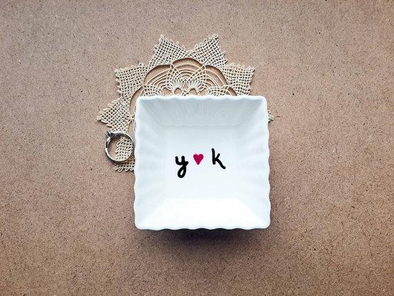 زفاف - Personalized ring dish, initials ring dish, ring display, engagement gift, engagement ring holder, bridal shower gift, gift for couples