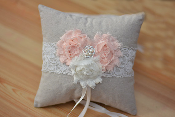 Mariage - rustic ring bearer pillow, linen ring bearer pillow, lace ring bearer pillow, wedding ring pillow, lace ring pillow line