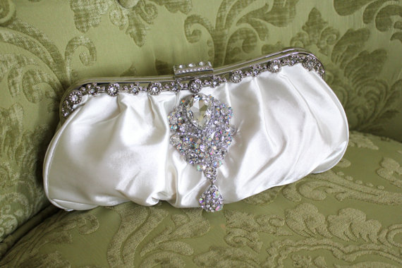Mariage - Ivory Clutch, Satin Bridal Clutch, Vintage Style Clutch, Wedding Accessory, Satin Clutch with Rhinestone Brooch