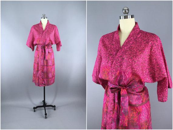 Mariage - Silk Robe / Silk Sari Robe / Silk Kimono Robe / Vintage Indian Sari / Dressing Gown Wedding Lingerie / Boho Bohemian / Pink Floral Print