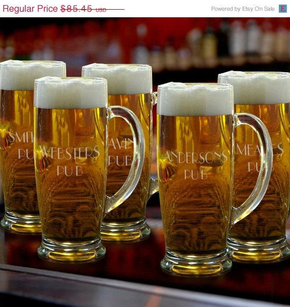 Свадьба - Personalized Beer Mugs - Groomsmen Gifts - Engraved Beer glasses  (Lot of 5 - RO405X5)