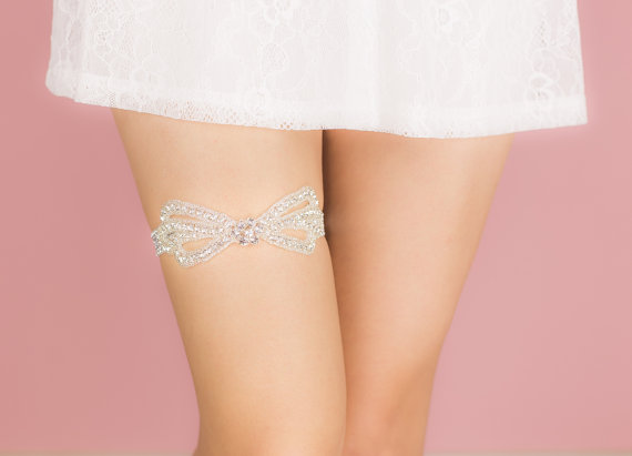 Свадьба - Wedding Garter Belt- tulle, rhinestones, pearls, rhinestone garter belt, Bride lingerie, gift for bride, bachelorette party, bridal shower