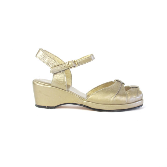 Nozze - 1930s Style Wedges Gold Leather Sandals Strappy Peep Toe Platform Wedges Ankle Strap Heels Vintage Wedding Heels Flapper Shoes Size 8.5