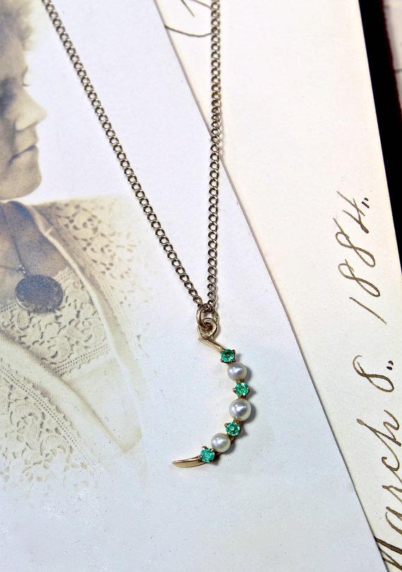 زفاف - Antique Crescent Moon Pendant, Dainty Victorian 14k Yellow Gold Emerald & Pearl, Love Token Charm Necklace, Wedding Bride Bridal Jewelry