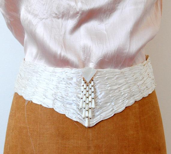 Свадьба - Antique edwardian cream color bridal wedding belt/sash ruched satin mother of pearls pendant