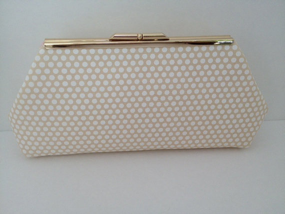 Свадьба - Beige Cream Polka Dot Clutch Purse with Silver Finish Snap Close Frame, Wedding, Bridesmaid, Neutral, Damask, Special Occasion, Bag,
