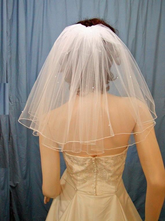 Mariage - Shoulder length Flyaway bridal veil  Diamond White  2 Tier   Full Gathered style with accents of Pearls and Swarovski Rhinestones.