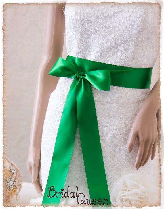 Свадьба - EMERALD Satin Bridal Sash, Wedding Sash, Green Satin Ribbon Bridal Belt, Bridal Sash, Satin Bridal Sash, Bridesmaids Sash