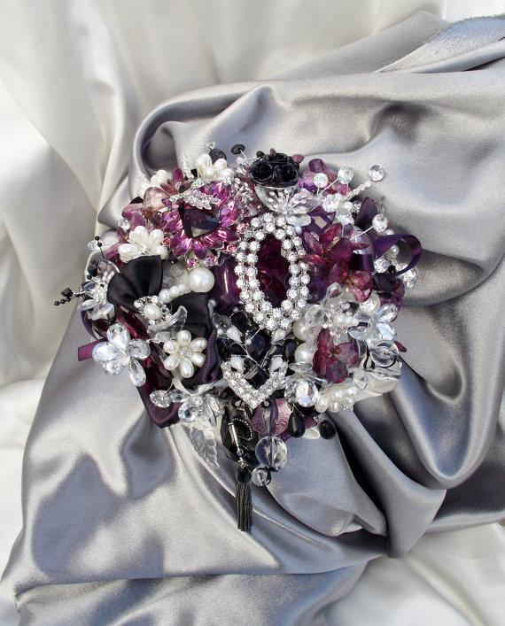Mariage - L.E.D. bridal bouquet, lit brooch bouquet, wedding bouquet with lights, plum, purple, ivory and black brooch bouquet, alternative bouquet