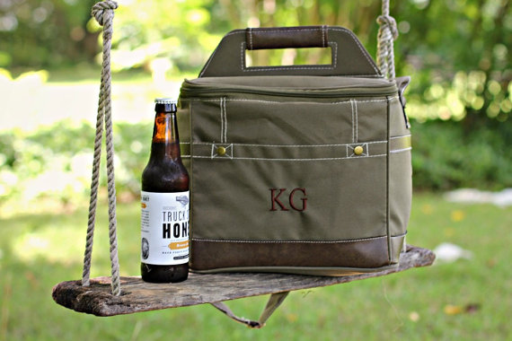 Свадьба - Personalized Groomsmen Insulated Cooler w/ Removable Beer Dividers - Beer Coolor Personalized - Insulated Beverage Bag - Groomsman Gift