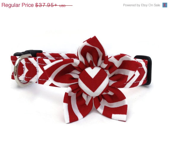Свадьба - DOG DAYS SALE Red and White Chevron Print Dog Collar and Flower Set for Small to Large Dogs
