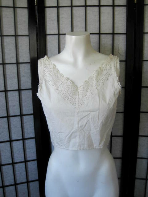 Hochzeit - Antique Vintage Camisole White Cotton Eyelet Lace Edwardian Victorian Late 1800s Early 1900s 34 Bust V Neck