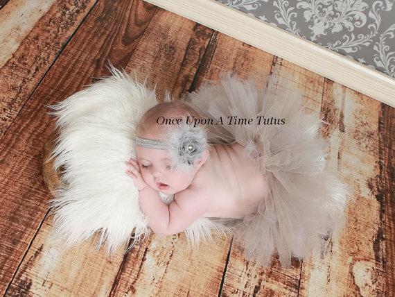 Свадьба - Gray Shabby Chic Flower Feather Headband With Pearl Rhinestone Center - Perfect Newborn Baby Girl Photo Prop - Silver Shade Wedding Bow