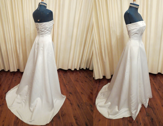Vintage sexy simple off white ivory strapless wedding for Simple off white wedding dresses