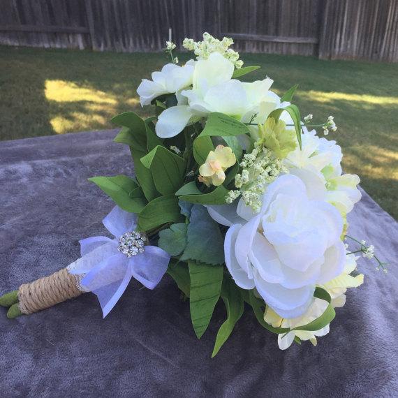 Mariage - Garden bouquet, Wedding bouquet, Rustic wedding bouquet, Burlap wedding bouquet, Bridal bouquet, White flower bouquet, Rhinestone bouquet