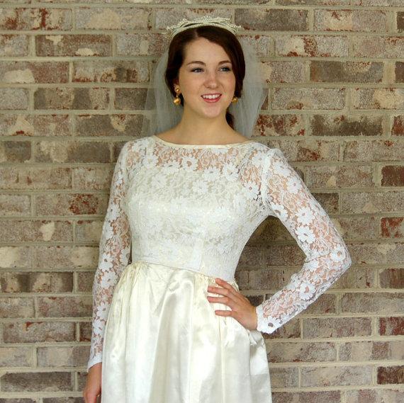 Mariage - 1950s wedding dress, ivory satin wedding gown, lace wedding dress, lace illusion, size S