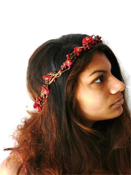 Свадьба - Woodland flower hair wreath (burgundy red  pom pom rose) - Wedding headpiece, headband, vintage inspired rose crown, pip berries
