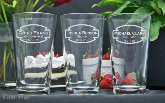 Свадьба - Etched Pint Beer Glasses / Personalized Groomsmen Gifts / Custom Wedding Party Glasses / Set of 4 / 16 Designs!