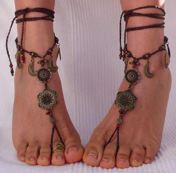 Mariage - Brass FLOWER Ethnic BAREFOOT SANDALS brown foot jewelry hippie sandals toe ring anklet crochet barefoot tribal sandal festival yoga wedding