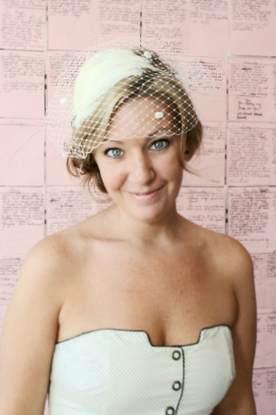 Mariage - Bridal Birdcage Veil with Chenille Dots in the Bandeau Style - Cream Ivory - Free Feather Fascinator with Purchase