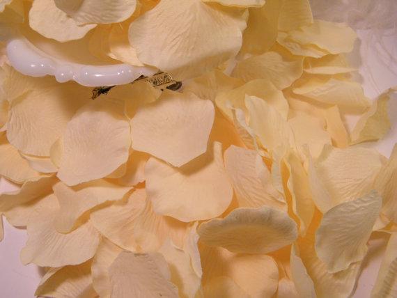 Wedding - Rose Petals Bulk, Artifical Petals 200, Cream / Ivory, Bridal Shower Wedding Decoration, Flower Girl Basket Petals, Table Scatter