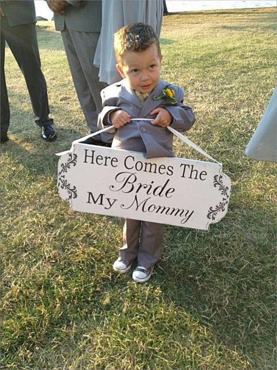 زفاف - Here Comes The BRIDE My Mommy-  Here Comes the Bride Our Mommy- Wedding Sign STENCIL- 4 Sizes - Create Ring Bearer Flower girl signs