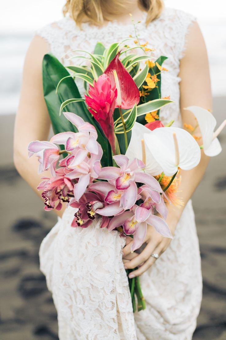 Romantic hawaiian elopement in waipio valley 2341077 weddbook romantic hawaiian elopement in waipio valley izmirmasajfo