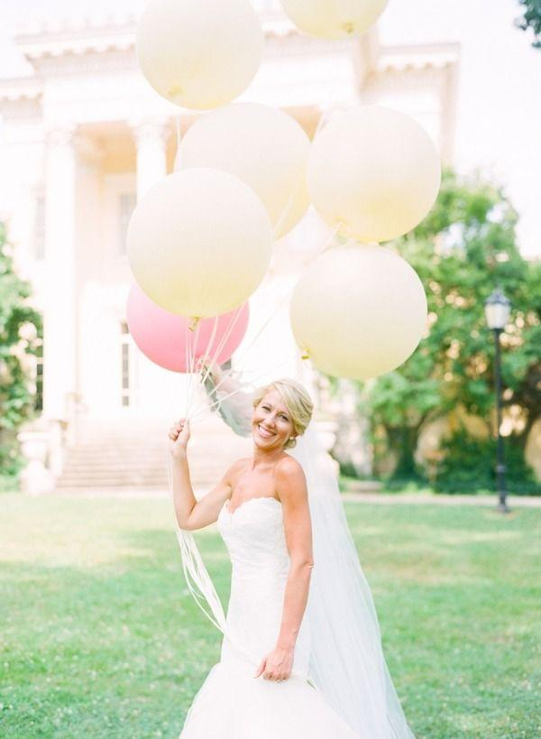 Wedding - 20 Wedding Photos That Prove Balloons Aren't Just For Birthday Parties