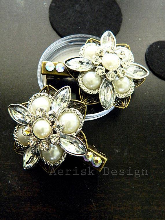 Свадьба - Vintage Pearl and diamond jewelled Bridal Hair clip (1 Pair) ARNA design veil hair jewelry, wedding accessory, Off white pearls