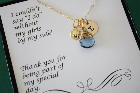 Mariage - 3 Bridesmaid Gift Personalized Gold Sand Dollar, Bridesmaid Necklace, Beach Wedding, Gold, Gemstone, Initial jewelry, Thank you Card