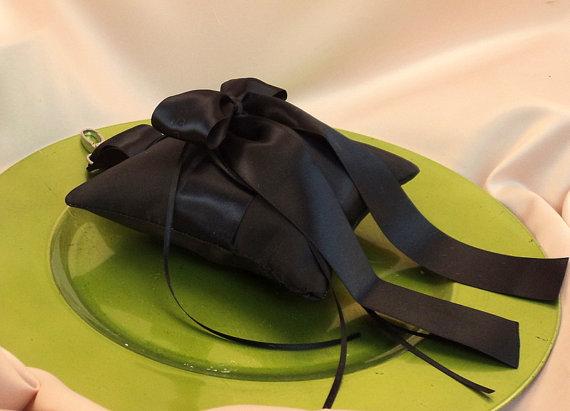 Свадьба - Pet Ring Bearer Pillow...Made in your custom wedding colors...shown in black/black