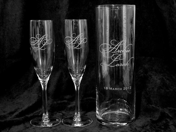 Свадьба - Personalized Wedding Floating Unity Candle and Toasting Flutes (shipping included)