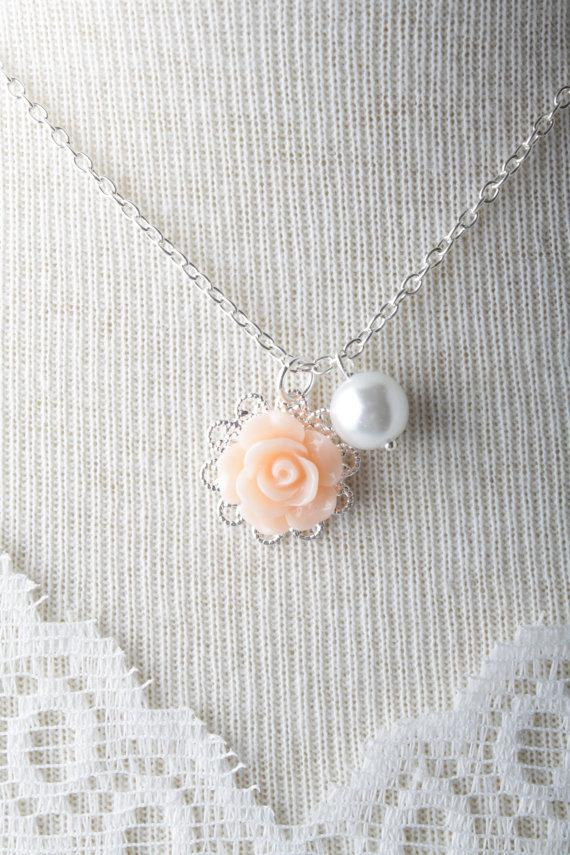 Свадьба - Peach rose flower girl necklace - white pearl girl necklace - girl jewelry - flower and pearls necklace - peach wedding -flower girl jewelry