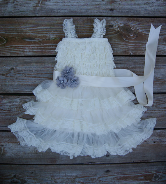 Mariage - Flower girl dress. Ivory lace flowergirl dress. Shabby chic vintage dress. Lace flowergirl dress. Grey and ivory Rustic flowergirl dress