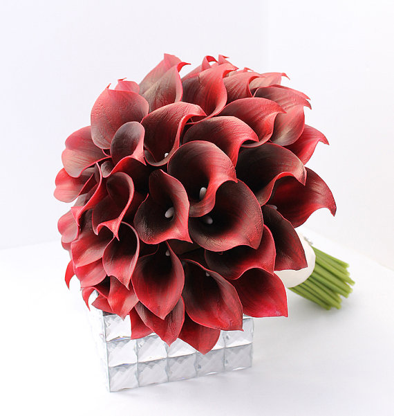 Mariage - Red Bridal Bouquet Dark Red Calla Lily Bouquet Real Touch Mini Calla Lillies Red Christmas Winter Wedding Bouquet Flowers